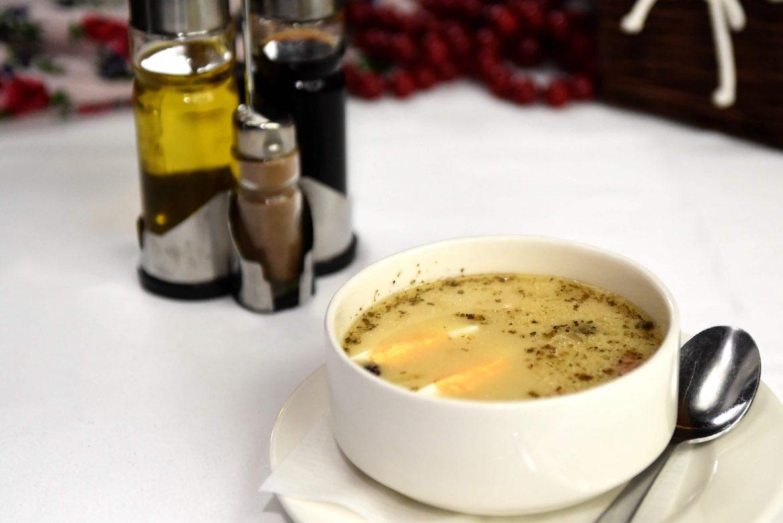 Żurek na swojskim zakwasie z jajkiem i kiełbachą (słoik 800 ml, w wersji na ciepło i do odgrzania)