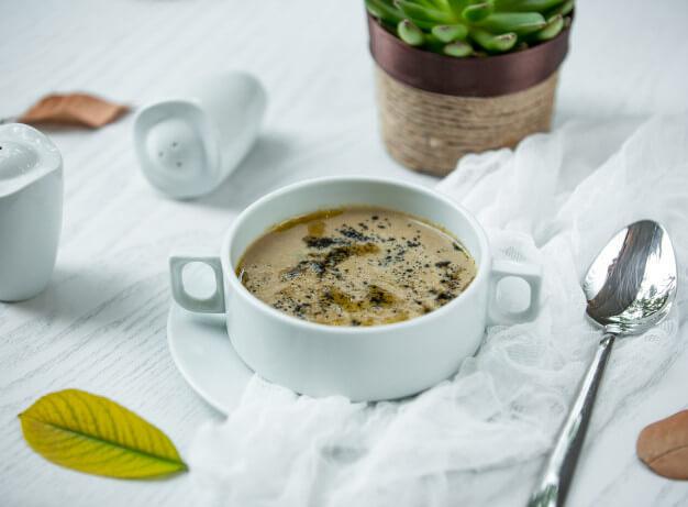 Zupa grzybowa z łazankami (300 ml)